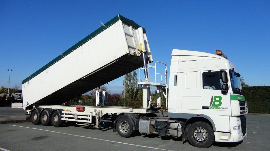 Camion benne grand volume