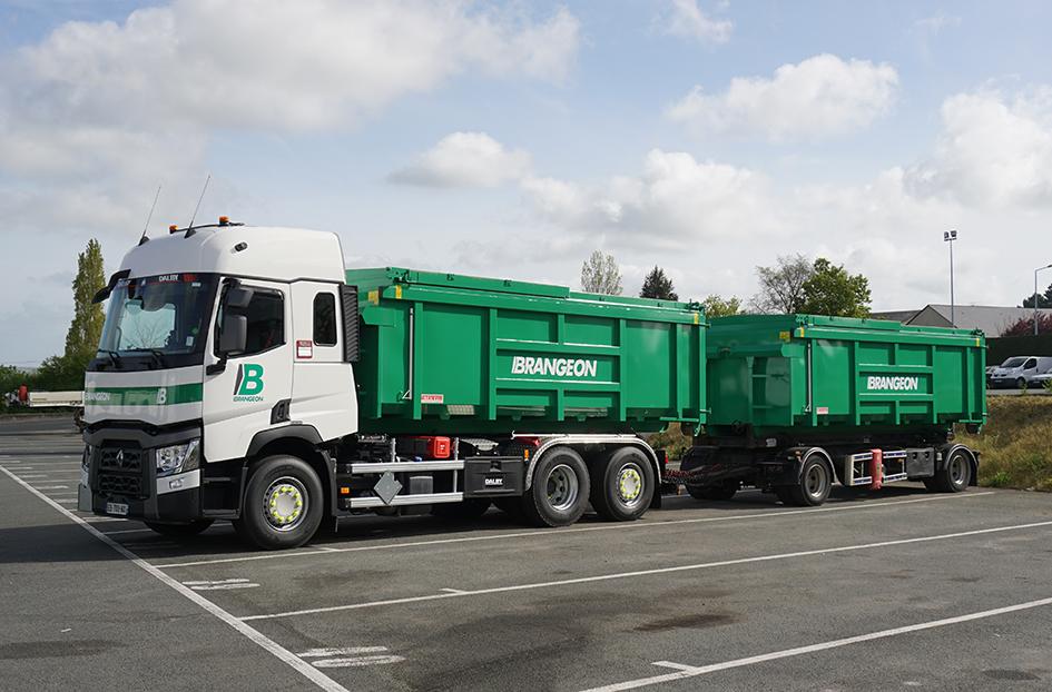 Camion Ampliroll collecte Déchets Industriels Banals